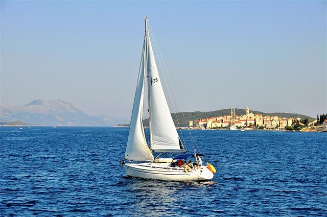 bílá plachetnice