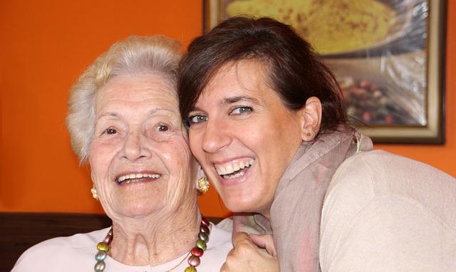 seniorka a pečovatelka